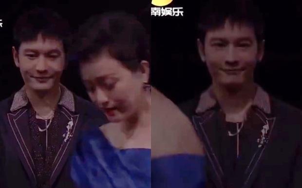 Rộ khoảnh khắc MC quyền lực tắt nụ cười và đổi mặt ngay trên sóng trực tiếp, thái độ của Huỳnh Hiểu Minh được khen ngợi - Ảnh 3.