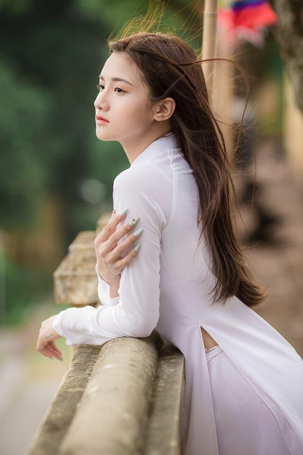 Nữ sinh khoe ảnh áo dài khai giảng xinh như nàng thơ, soi info hoá ra là thiên thần đồng phục từng gây bão - Ảnh 3.