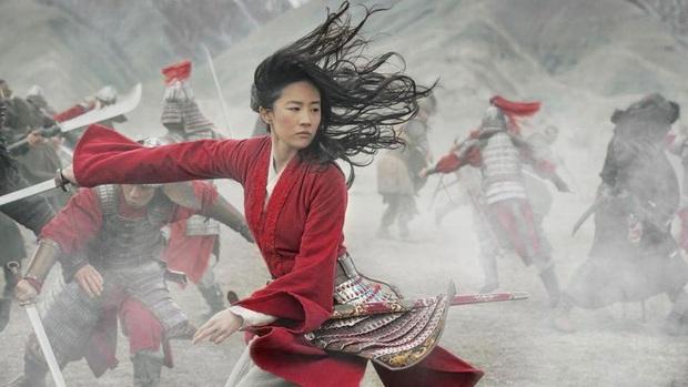 Review Mulan: Hoành tráng như một bản hùng ca, Lưu Diệc Phi đánh giặc chẳng khác nào Avengers - Ảnh 5.