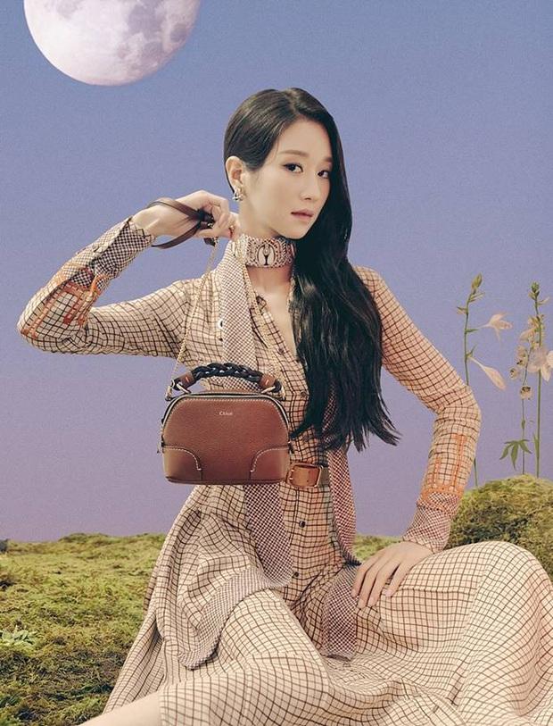 Đụng váy với Seo Ye Ji, Dương Mịch đã gặp kỳ phùng địch thủ: Bị lấn át hoàn toàn về độ sang chảnh - Ảnh 1.