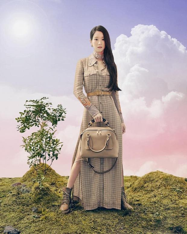 Đụng váy với Seo Ye Ji, Dương Mịch đã gặp kỳ phùng địch thủ: Bị lấn át hoàn toàn về độ sang chảnh - Ảnh 2.