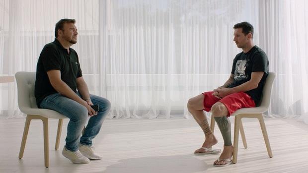 Vợ con oà khóc khi Messi thông báo quyết định rời Barcelona - Ảnh 1.