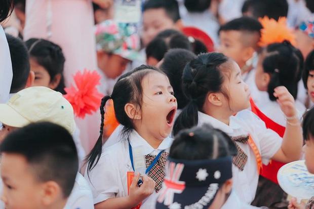 Sự thật về chùm ảnh học sinh ngáp ngắn ngáp dài trong lễ khai giảng đang được share rầm rộ - Ảnh 2.