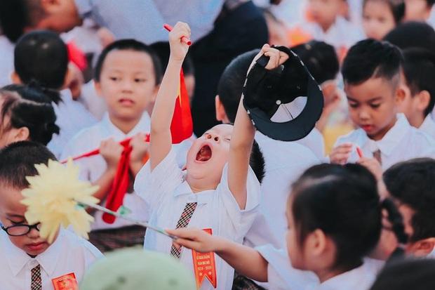Sự thật về chùm ảnh học sinh ngáp ngắn ngáp dài trong lễ khai giảng đang được share rầm rộ - Ảnh 3.