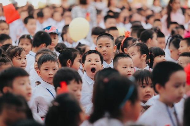 Sự thật về chùm ảnh học sinh ngáp ngắn ngáp dài trong lễ khai giảng đang được share rầm rộ - Ảnh 5.