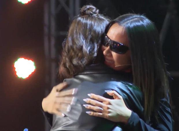 Thí sinh nữ cuối cùng của Rap Việt lấy nước mắt cả trường quay khi trình diễn về người mẹ đã qua đời vì ung thư - Ảnh 2.