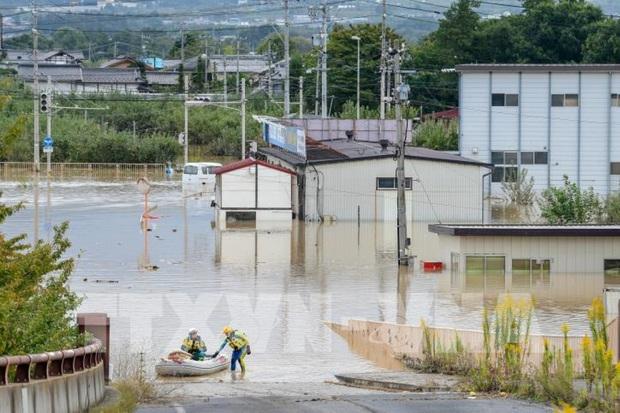 Nhật Bản sơ tán hàng nghìn người dân trước nguy cơ từ bão Haishen - Ảnh 1.