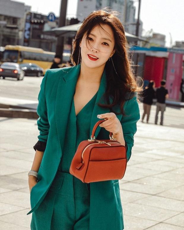 Rửa mặt với nước có gas: Bí kíp giúp đệ nhất mỹ nhân xứ Hàn Kim Hee Sun giữ làn da căng mịn ở tuổi 43 - Ảnh 11.