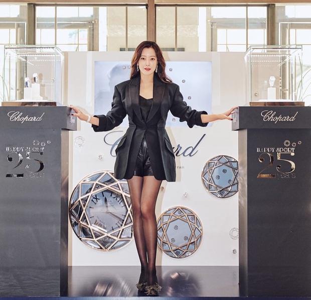 Rửa mặt với nước có gas: Bí kíp giúp đệ nhất mỹ nhân xứ Hàn Kim Hee Sun giữ làn da căng mịn ở tuổi 43 - Ảnh 12.
