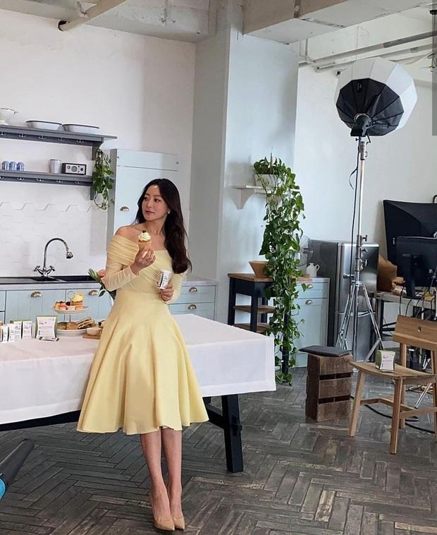 Rửa mặt với nước có gas: Bí kíp giúp đệ nhất mỹ nhân xứ Hàn Kim Hee Sun giữ làn da căng mịn ở tuổi 43 - Ảnh 6.
