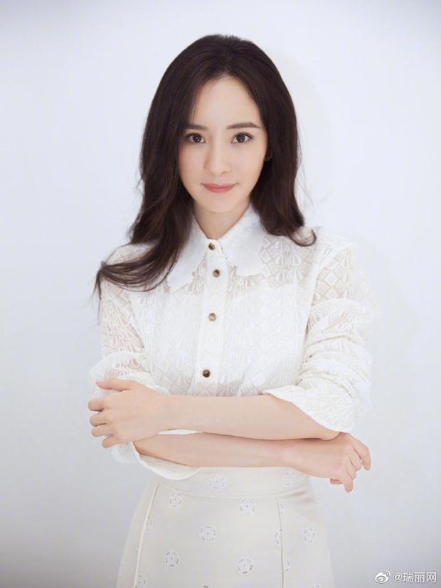 Đụng váy với Seo Ye Ji, Dương Mịch đã gặp kỳ phùng địch thủ: Bị lấn át hoàn toàn về độ sang chảnh - Ảnh 7.