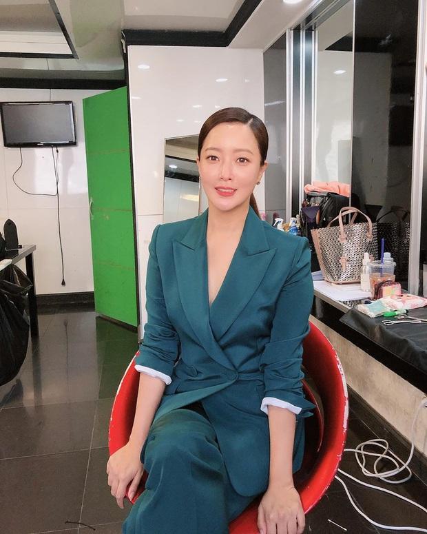Rửa mặt với nước có gas: Bí kíp giúp đệ nhất mỹ nhân xứ Hàn Kim Hee Sun giữ làn da căng mịn ở tuổi 43 - Ảnh 8.