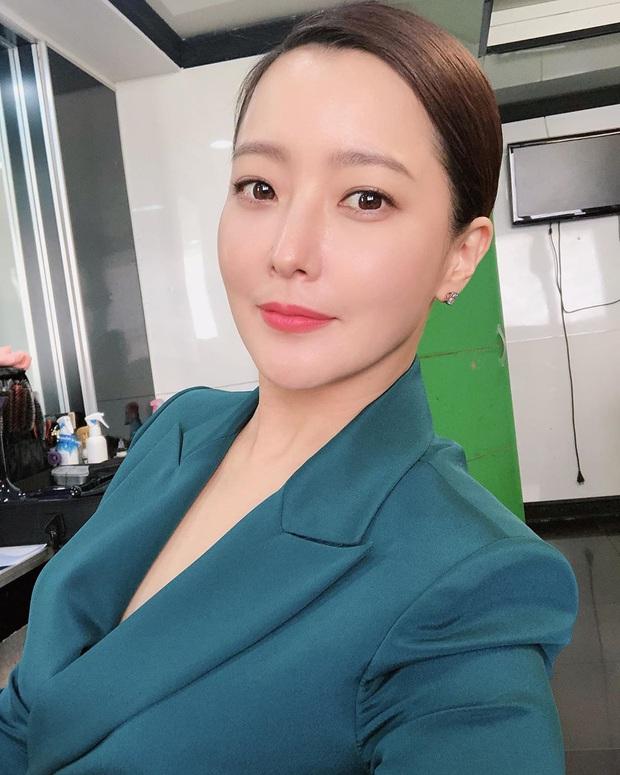 Rửa mặt với nước có gas: Bí kíp giúp đệ nhất mỹ nhân xứ Hàn Kim Hee Sun giữ làn da căng mịn ở tuổi 43 - Ảnh 9.