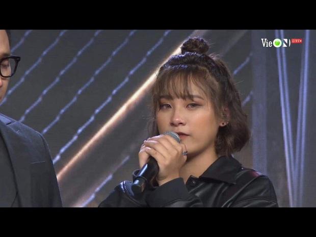 Viết rap về người mẹ bị ung thư trên nền nhạc Phan Mạnh Quỳnh, thí sinh Rap Việt khiến Trấn Thành bật khóc - Ảnh 1.
