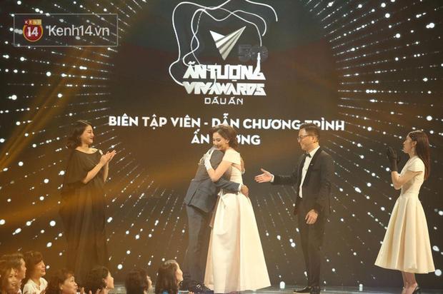 Việt Hoàng - BTV mặn nhất VTV giành giải Dẫn chương trình ấn tượng của năm - Ảnh 4.