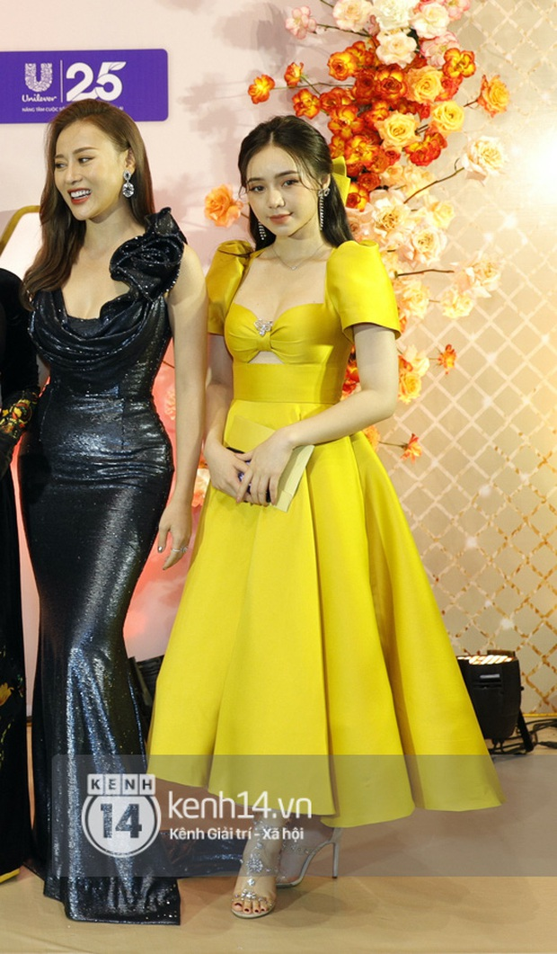 Khoảnh khắc đọ sắc hot hit VTV Awards 2020: Quỳnh Kool rất xinh nhưng rất tiếc, vòng eo của Quỳnh búp bê mới là tâm điểm - Ảnh 3.