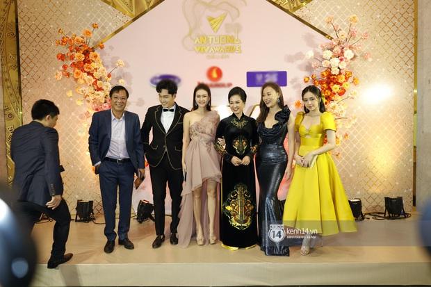 Khoảnh khắc đọ sắc hot hit VTV Awards 2020: Quỳnh Kool rất xinh nhưng rất tiếc, vòng eo của Quỳnh búp bê mới là tâm điểm - Ảnh 2.