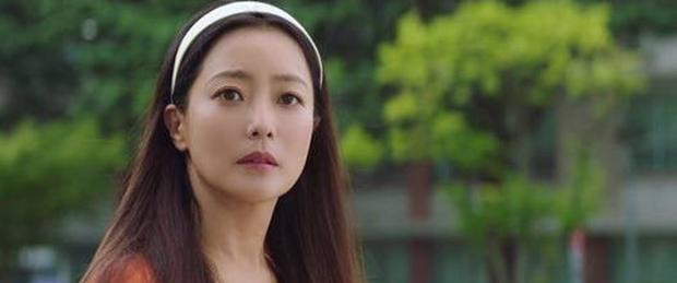 Kim Hee Sun đóng gái trẻ đôi mươi trong Alice, cư dân mạng phàn nàn: Chị đẹp thật nhưng sai quá chị ơi! - Ảnh 2.