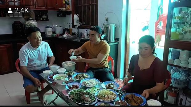 Lê Dương Bảo Lâm hé lộ cơ ngơi của bố mẹ ở quê nhà Đồng Nai: Sân vườn rộng thênh thang, nhìn qua đã thấy không vừa - Ảnh 5.