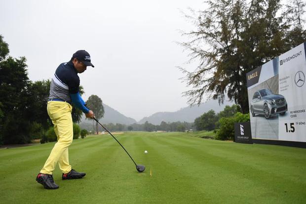 Từ Phillip Nguyễn đến Matt Liu, chàng đại gia nào cũng check-in mòn giày trên sân golf cả rồi - Ảnh 14.
