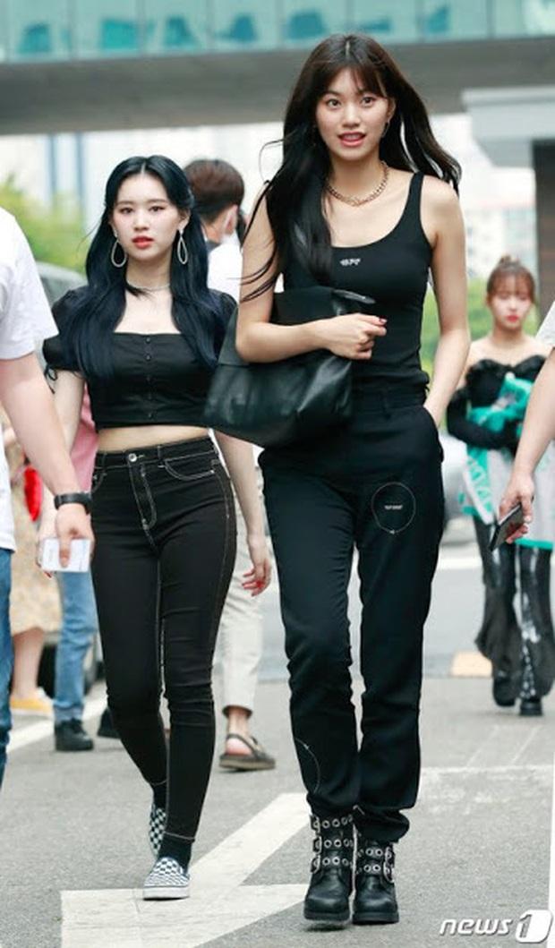 Loạt khoảnh khắc show body đời thực của dàn idol: Lisa (BLACKPINK) như búp bê sống, bờ vai của Jin (BTS) gây sốt là có lý do - Ảnh 11.