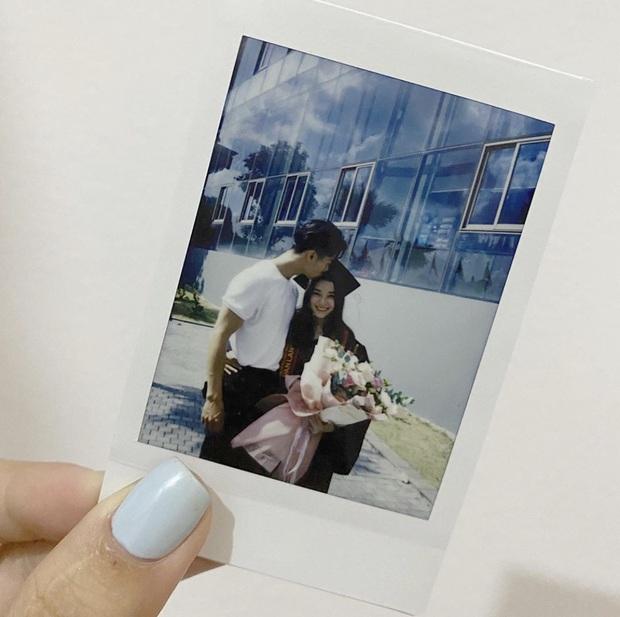 Cô nữ sinh đẹp tựa thiên thần trong lễ tốt nghiệp đại học, hoá ra lại có mối quan hệ đặc biệt với Yumi Dương và Tôn Kinh Lâm - Ảnh 2.