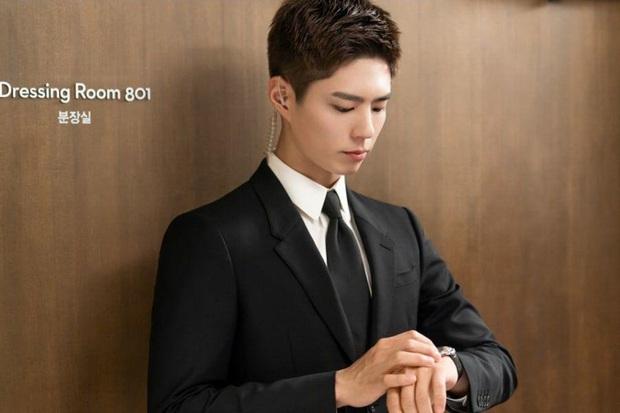 Park Bo Gum độ quả vest siêu đĩnh đạc ở Record of Youth, đừng hỏi sao Park So Dam không mê! - Ảnh 1.