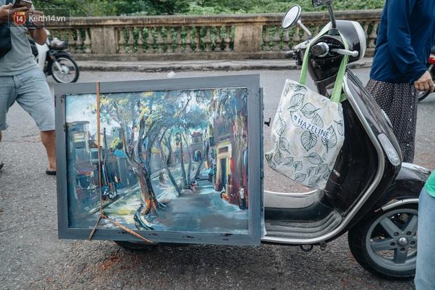 Gặp người họa sĩ già bày bán tranh trên cầu Long Biên: Tôi vẽ tranh, bán với mức giá bình dân, trừ tiền màu, họa phẩm, vẫn còn chút đong gạo - Ảnh 8.