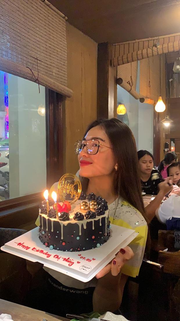 Hội nàng hậu đình đám tụ họp mừng sinh nhật Lệ Hằng: Khánh Vân trẻ trung, H'Hen Niê tranh thủ đọ dáng hậu giảm cân - Ảnh 4.