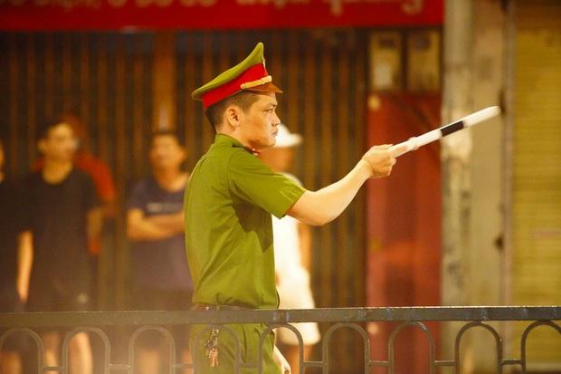 Công an vây bắt đối tượng bạo hành con gái dã man ở Bắc Ninh bỏ trốn lên Hà Nội - Ảnh 4.