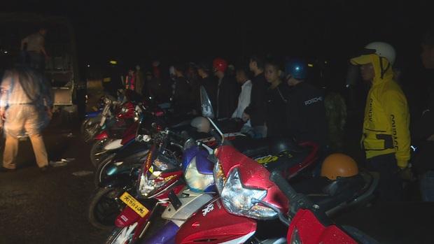 Gần 300 nam nữ thanh thiếu niên, học sinh tụ tập đua xe trái phép - Ảnh 3.