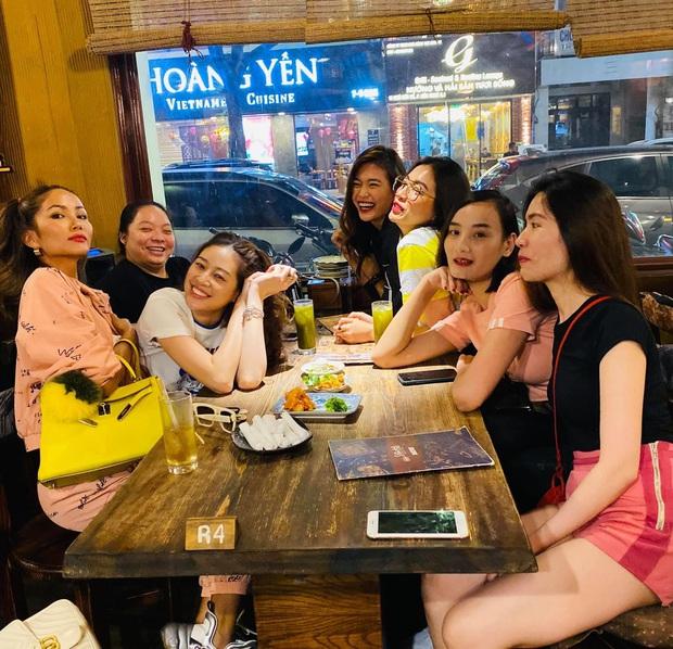 Hội nàng hậu đình đám tụ họp mừng sinh nhật Lệ Hằng: Khánh Vân trẻ trung, H'Hen Niê tranh thủ đọ dáng hậu giảm cân - Ảnh 7.