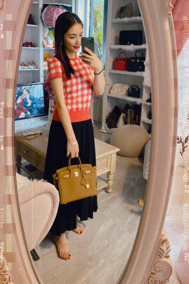 """Mới năm ngoái còn thanh lý túi hiệu để làm MV, năm nay Hòa Minzy đã sắm hẳn 3 túi Hermès và loạt """"bé iu"""" đắt tiền khác - Ảnh 1."""