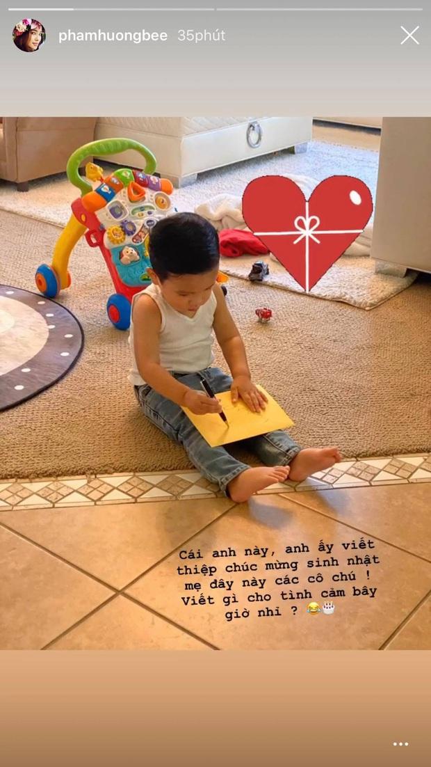 Phạm Hương khoe con trai hơn 1 tuổi đã biết viết thiệp tặng mẹ, nhìn thành quả mới... ngã ngửa - Ảnh 2.