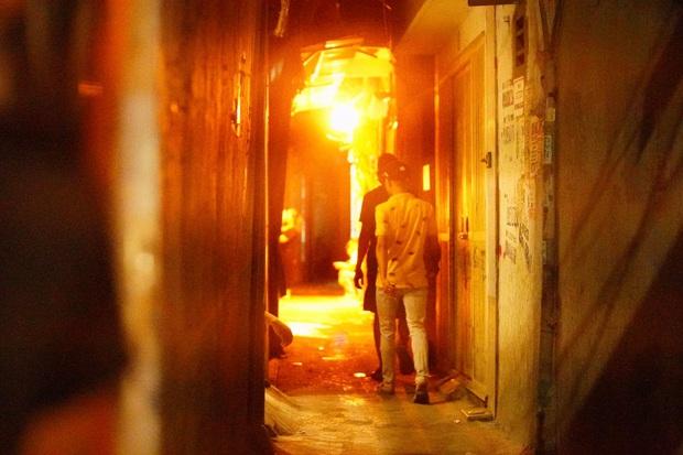 Công an vây bắt đối tượng bạo hành con gái dã man ở Bắc Ninh bỏ trốn lên Hà Nội - Ảnh 1.
