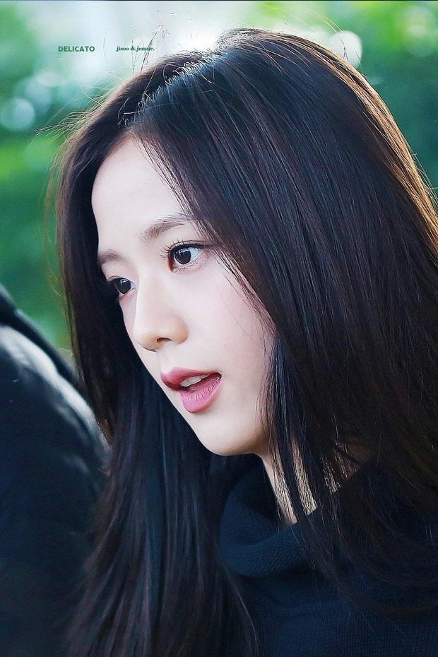 MXH Hàn náo loạn vì bộ sưu tập ảnh chỉ khoe... tóc của Jisoo (BLACKPINK), có gì đặc biệt mà Knet khó tính cũng phải mê mẩn? - Ảnh 10.