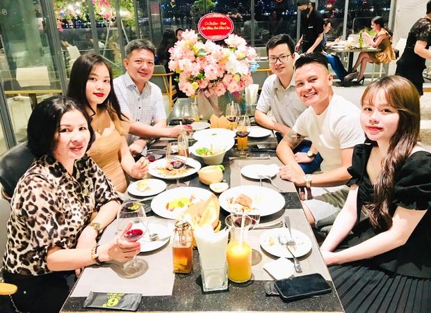 Bóc điểm hẹn hò của Quang Hải và Huỳnh Anh: Chỗ tới lui của hội trai xinh gái đẹp Hà thành, Khắc Việt cũng từng chọn nơi đây để cầu hôn bà xã  - Ảnh 2.