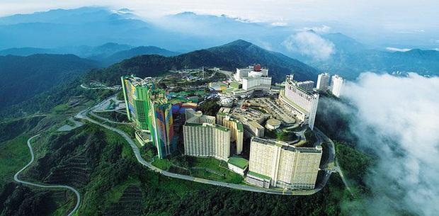 Chuyện kỳ lạ ở khách sạn lớn nhất thế giới: Cả thang máy và thang bộ đều không có tầng 21, thiên hạ đồn thổi câu chuyện rợn người - Ảnh 1.