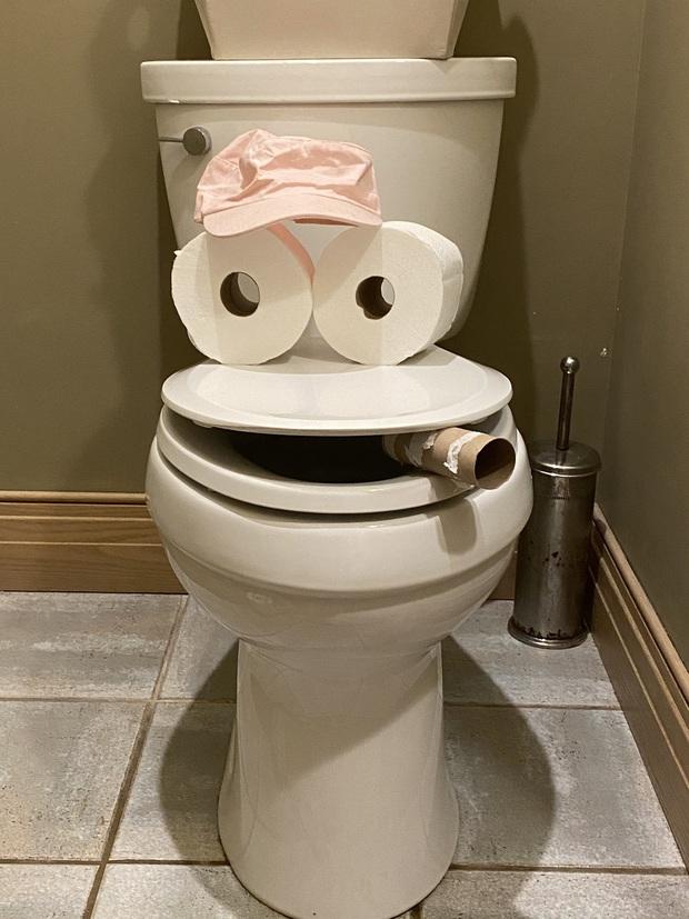 5 hành động khi đi vệ sinh có thể đang âm thầm gây hại cho sức khỏe nhưng nhiều người vẫn làm chúng hàng ngày - Ảnh 1.