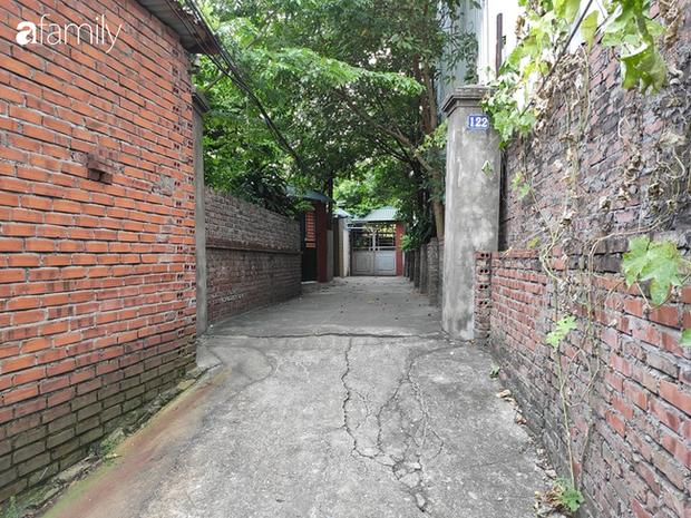 Vụ bé gái 6 tuổi bị bố đẻ bạo hành dã man ở Bắc Ninh: Hàng xóm sống trong nỗi sợ hãi, nhiều người bị dí dao vào cổ dọa giết nếu tiết lộ sự việc - Ảnh 1.