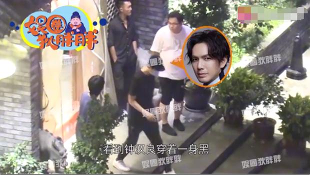 Ảnh hẹn hò cực hiếm của Chung Hán Lương và bà xã được chia sẻ, Cnet bàn tán cảnh cặp đôi xa cách như người lạ - Ảnh 5.
