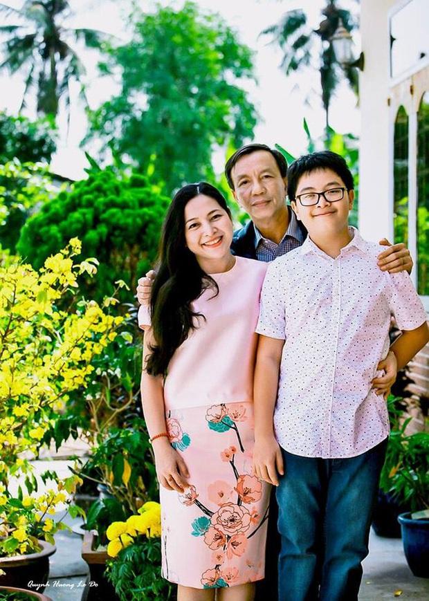 Bị mẹ ngăn cấm, khủng bố đàn áp, cuộc hôn nhân của MC Quỳnh Hương và chồng hơn 14 tuổi ra sao? - Ảnh 2.