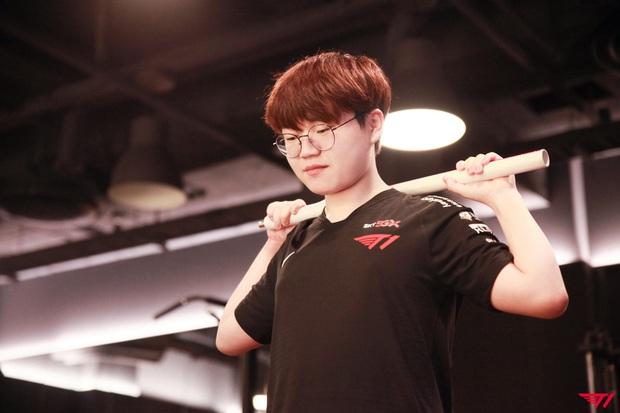 Hài hước: T1 quyết định mạnh tay bắt cả đội tập thể dục... để giành vé đi Chung Kết Thế Giới - Ảnh 3.