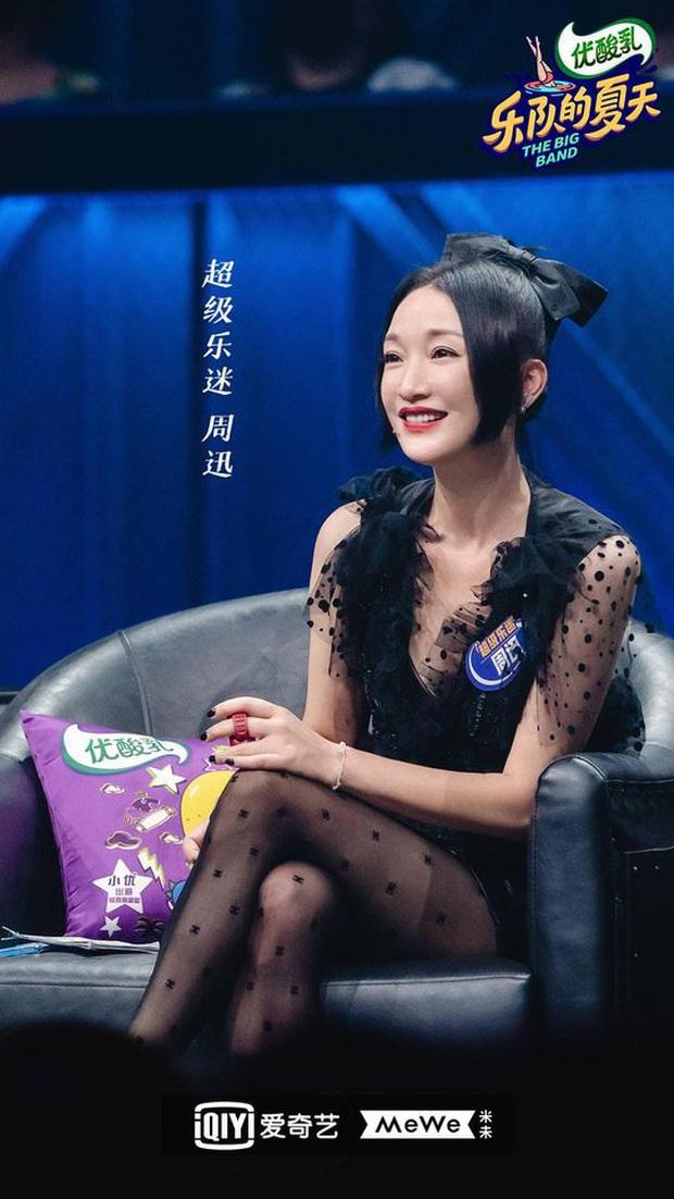 2 năm sau Như Ý Truyện, Châu Tấn gây giật mình với kiểu tóc và váy áo cưa sừng làm nghé quá mức so với tuổi 45 - Ảnh 2.