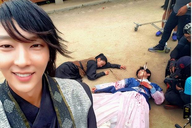 1001 khoảnh khắc hậu trường siêu nhây của Lee Jun Ki, gọi tứ ca là nam thần... kinh quả không sai mà! - Ảnh 5.