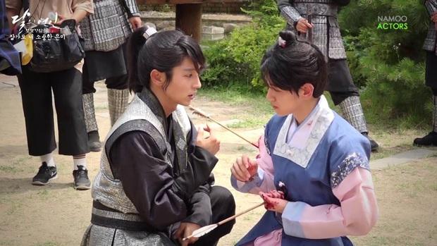 1001 khoảnh khắc hậu trường siêu nhây của Lee Jun Ki, gọi tứ ca là nam thần... kinh quả không sai mà! - Ảnh 6.