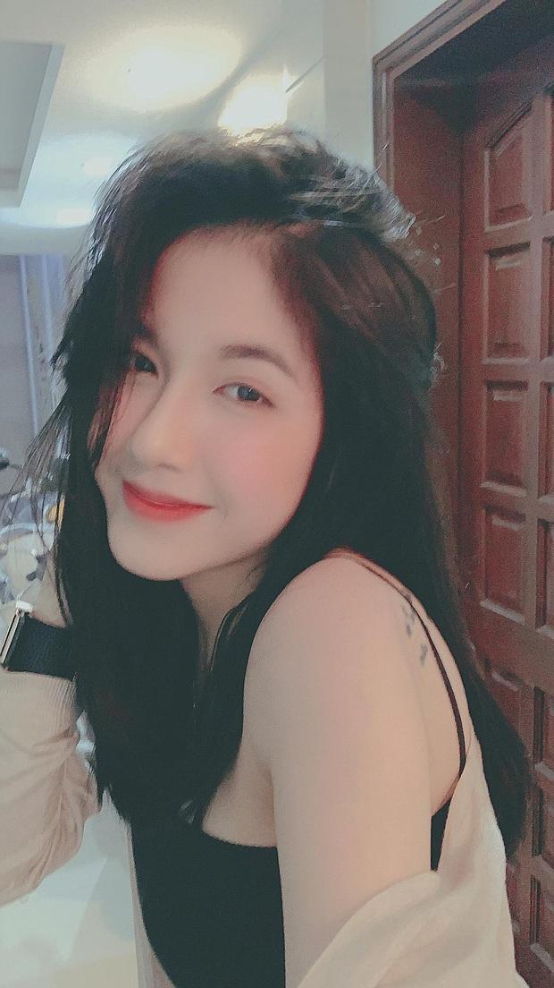Soi profile hot girl bánh tráng đánh gục trái tim Rambo Cao Lãnh, lớn hơn 2 tuổi, rất trẻ trung nhưng cũng cực kỳ quyến rũ - Ảnh 10.