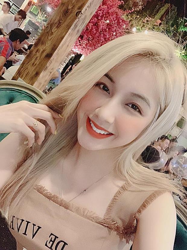 Soi profile hot girl bánh tráng đánh gục trái tim Rambo Cao Lãnh, lớn hơn 2 tuổi, rất trẻ trung nhưng cũng cực kỳ quyến rũ - Ảnh 11.