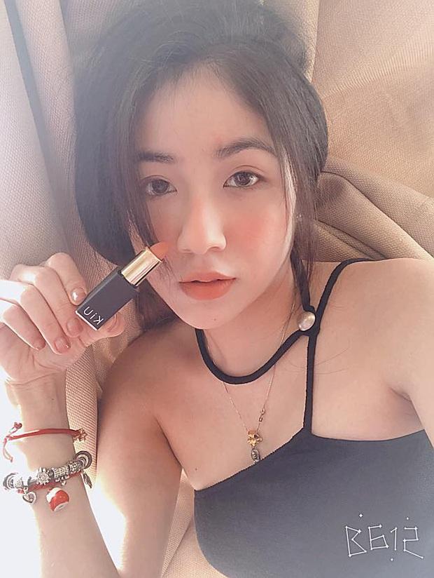 Soi profile hot girl bánh tráng đánh gục trái tim Rambo Cao Lãnh, lớn hơn 2 tuổi, rất trẻ trung nhưng cũng cực kỳ quyến rũ - Ảnh 12.