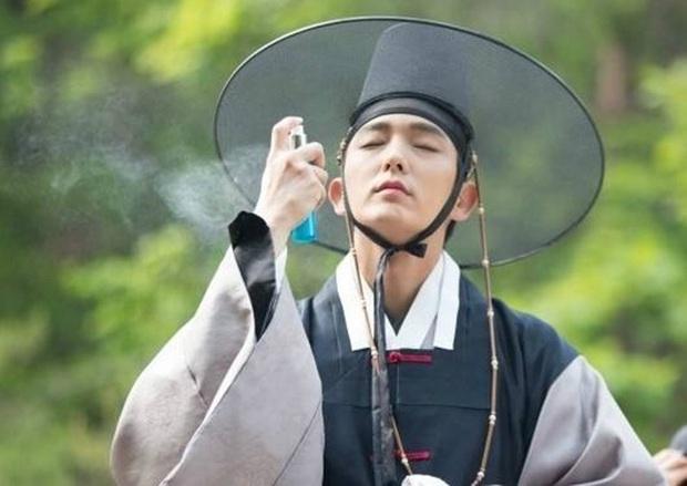 1001 khoảnh khắc hậu trường siêu nhây của Lee Jun Ki, gọi tứ ca là nam thần... kinh quả không sai mà! - Ảnh 12.